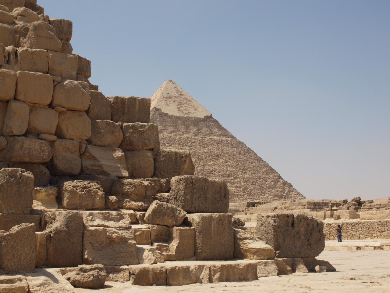 ナイルの戯言 (6) ピラミッド、貸し切...
