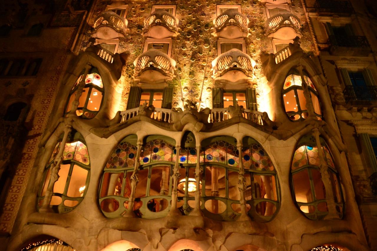 夜の街歩き、バルセロナ観光2(スペイン...