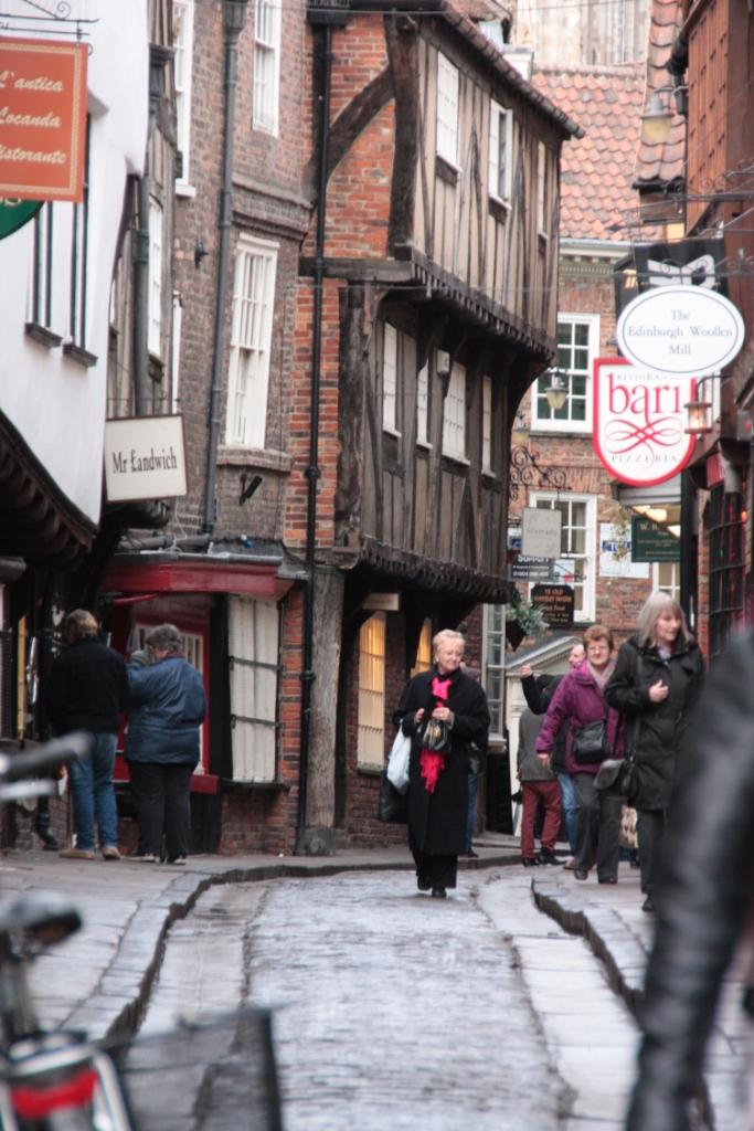 ヨーク 城壁、シャンブルズ・中世の街並...