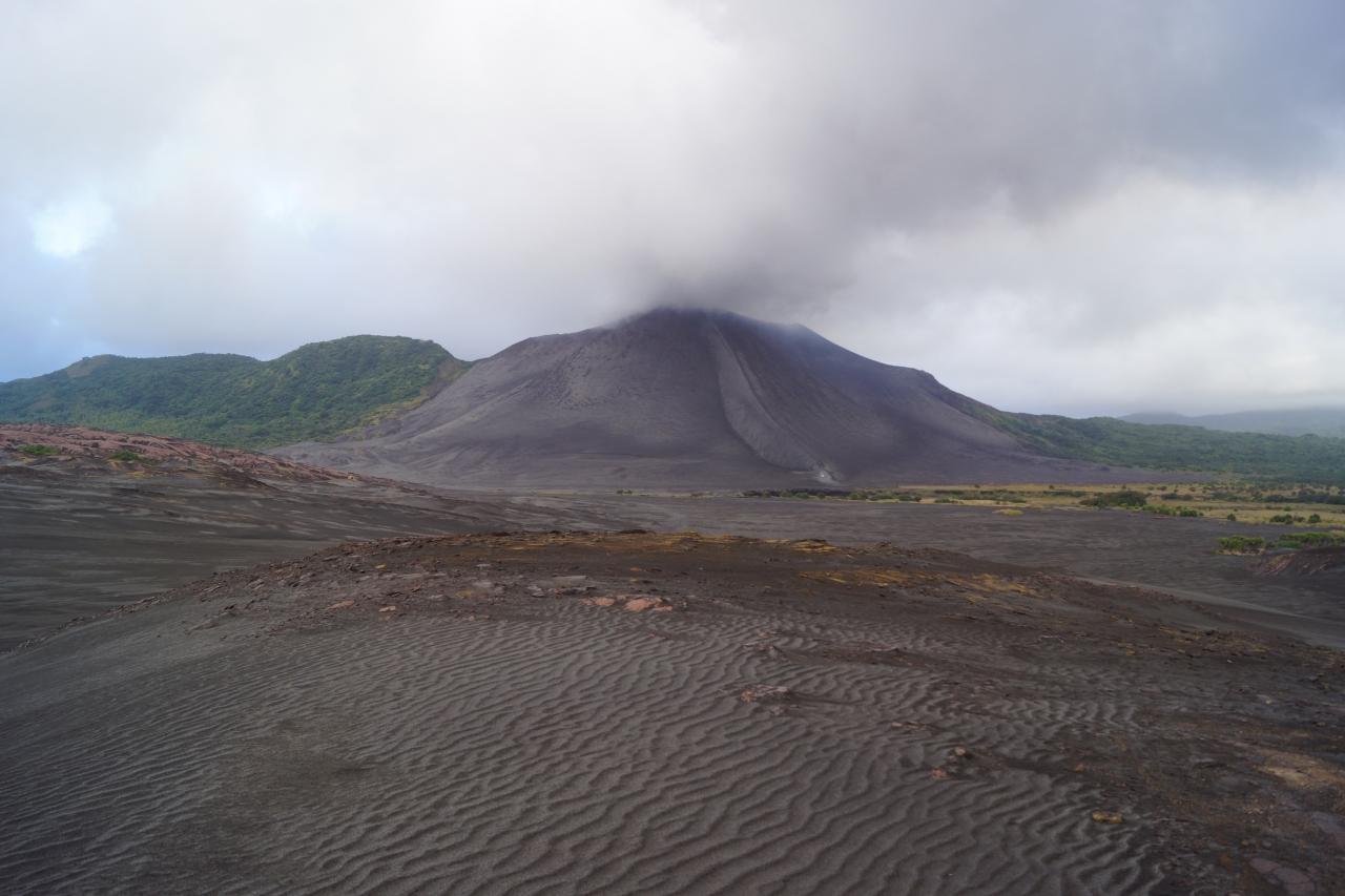 火山・人・ビーチ〜バヌアツ共和国(エフ...