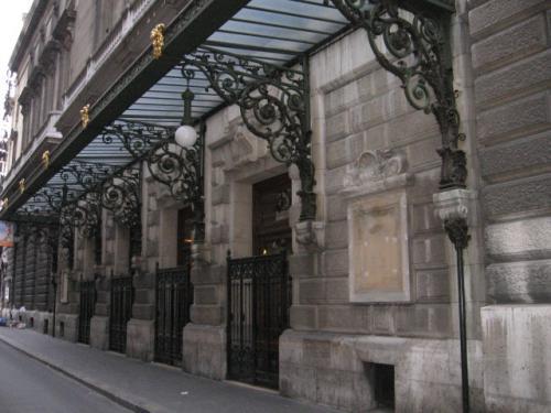 パリ2区を歩く。