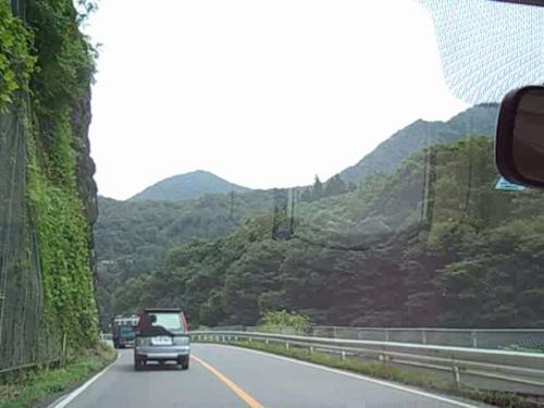 八ッ場ダムの建設地…国道145号 吾妻渓谷を走る。