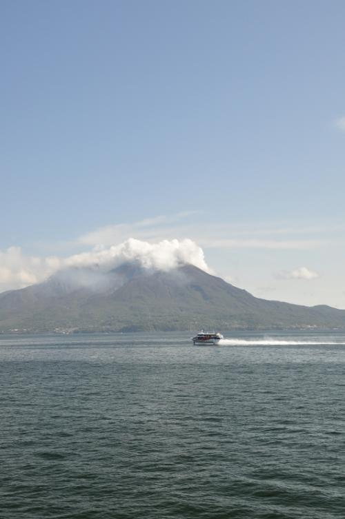映画で有名な硫黄島ではなく、人が暮らす鹿児島の硫黄島の旅