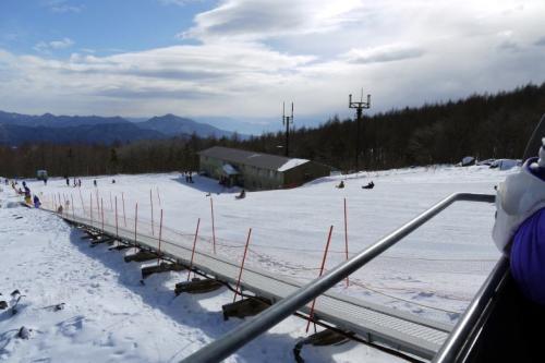 24.年末年始の蓼科7泊8日の年越し旅行 サンメドウズ 清里スキー場 スノーランドのソリ遊び