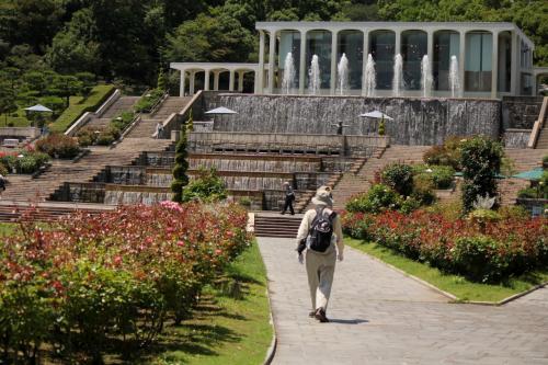 梅雨の中休みの暑~い暑~い中を 涼しさを求めて、義父と行く。。。 神戸市立須磨離宮公園
