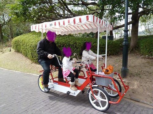 自転車の ハウステンボス 四人乗り自転車 : 4人乗り自転車。