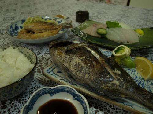 旨い魚で腹いっぱい!! 民宿の夜と朝の散歩。  (駆け込み18きっぷの旅)