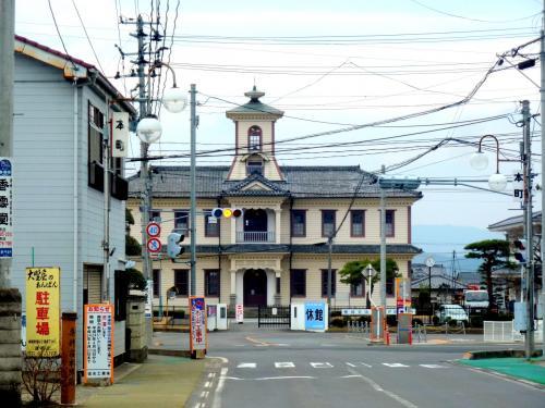 奥の細道を訪ねて第7回⑪芭蕉像も建つ擬洋風木造建築・国の重要文化財旧伊達郡役所 in 桑折