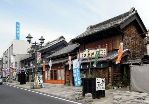 華やかな鯉のぼりに飾られた蔵の街栃木を散歩した