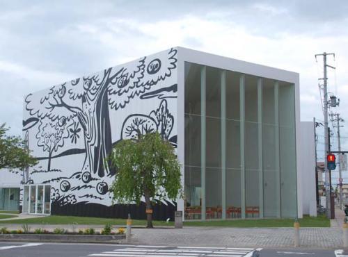 世界の建築シリーズ (34) :西沢立衛の十和田市現代美術館 − 青森 3