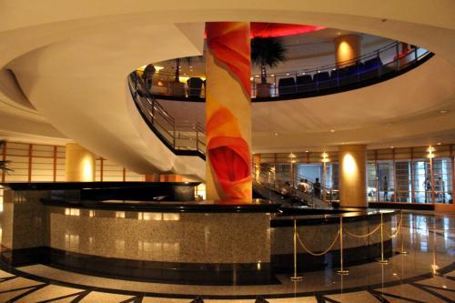 パンパシフィック横浜ベイホテル東急&横浜の煌き夜景、夕食は梅蘭で名物焼きそば♪二年越しの思いを伝えに横浜へ…