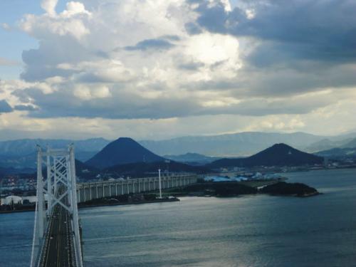 瀬戸大橋 おぉ~~絶景です!・・②「塔頂ツアー満喫のあとは,瀬戸内ナイトクルーズ体験に~」