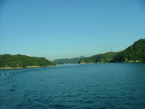 九州② 長崎  散り紅葉海越えて来し哀悼の碑 (平和公園にて)