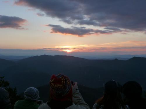 2013 ギリギリ山ガ~ル 元旦初日の出 納古山から
