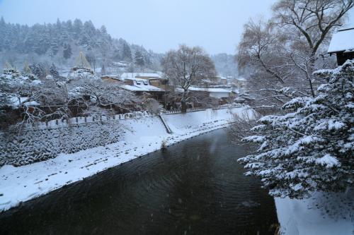 岐阜 雪の高山と白川郷のライトアップ