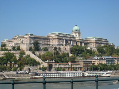 ブダペストのドナウ河岸とブダ城地区およびアンドラーシ通りの画像 p1_9