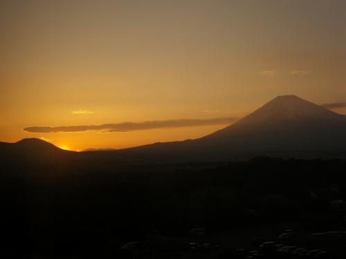 世界遺産登録を祝う霊峰の黄昏と赤富士−−−時が止まる宿(時之栖)で祝杯を上げよう!!