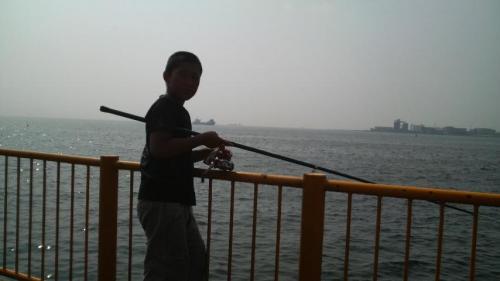 息子と磯子海釣り施設へ行きました