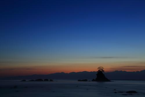 富山 雨晴海岸の夜明け