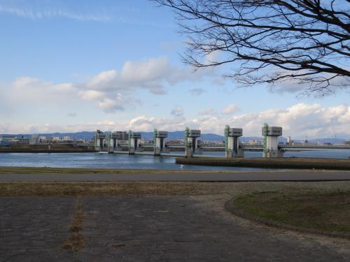 大阪城の梅も満開ですが、寒いブルブル・・・・