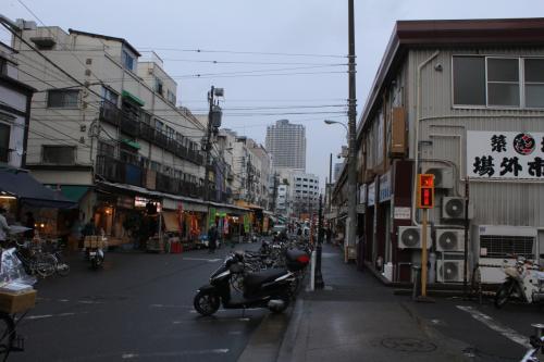 "kuritchi 東京へ行く。。。  【 3日目 朝食 】  「築地」で食す。。 ""女は黙って???"""