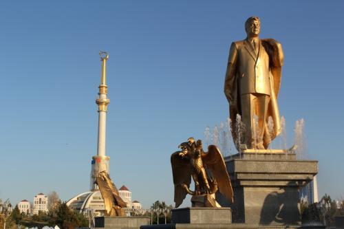 """『謎の国""""トルクメニスタン"""" 首都アシガバード散策』 [アシハバード]のブログ・旅行記 by k"""