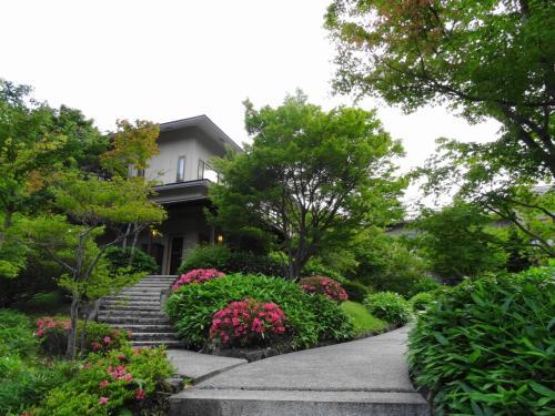 久しぶりに東伊豆 熱川温泉の宿へ (2)   【 奈良偲の里 玉翠 (前篇) 】