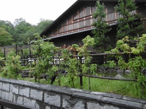大雨と雷・・・・危ぶまれた日本昭和村での花火大会は感動を与えてくれました(*^。^*)
