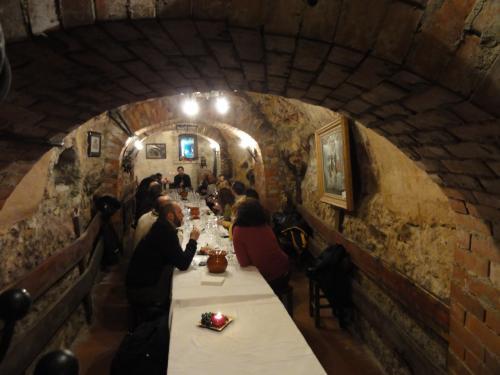 中世ワイン貯蔵庫が迷路のように地下に広がる町 アランダ デ ドゥエロ  ARANDA DE DUERO