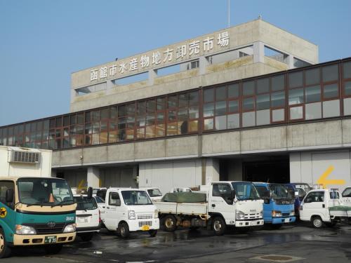 函館の市場でセリ見物と朝御飯 その後船で大間へ・バスで恐山の宿坊へ そしてあちらこちらで温泉三昧