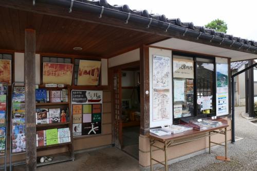 Solitary Journey [1422] 木工彫刻の町として知られる井波、今も古い風景が多く残されています。<八日市の町並み>富山県南砺市