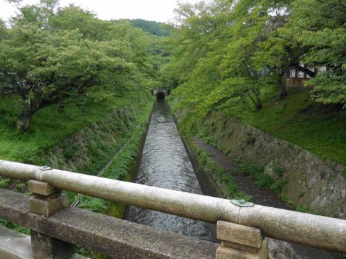 南側からの三井寺観音堂へ、登り階段で汗をかくも高台わたる風が心地いい