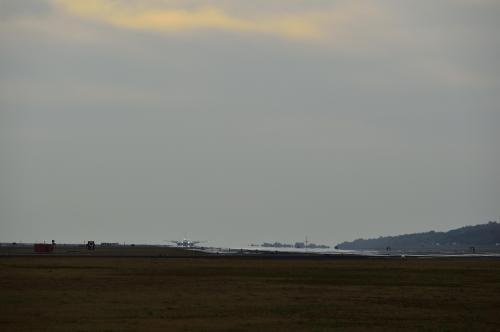 1年に2回訪れる飛行機と夕日を絡めて撮影できる熊本空港のRWY25 end 撮影地に行ったが、生憎の天気で撃沈!(;´Д`)'`ァ'`ァ。。来年また再度リベンジだ! v(*'-^*)-☆