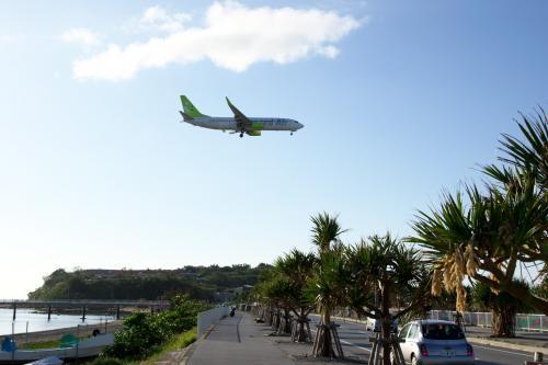 ボクの沖縄・・・自由気ままな一人旅(1/5) 瀬長島で絶景夕日と着陸してくる飛行機を眺める