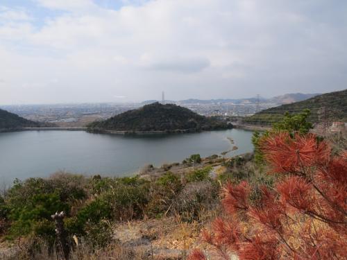 平荘湖から飯盛山に登る