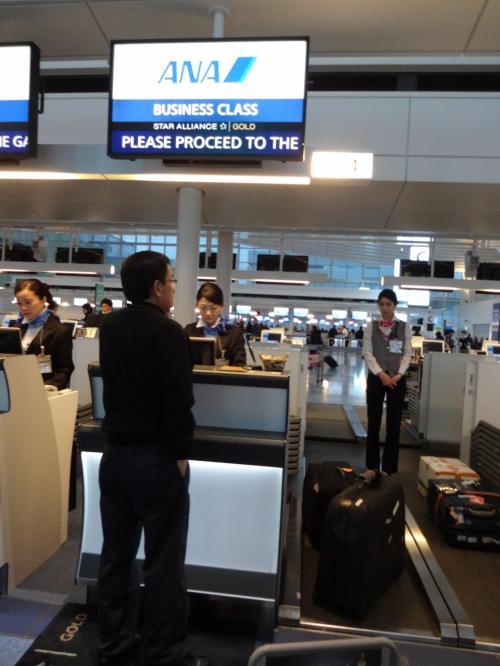 <4/4> 2015年 ANAで初海外渡航前2日間の東京散歩を終え、、羽田国際空港を機内から楽しむ、機内食、マニラ到着 −1月 2015年