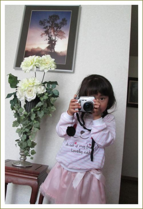 Solitary Journey [1558] ちびっ子^^カメラマン登場です。ささやかなひととき♪春休み帰省中の孫娘とお花見<比治山公園>広島市南区