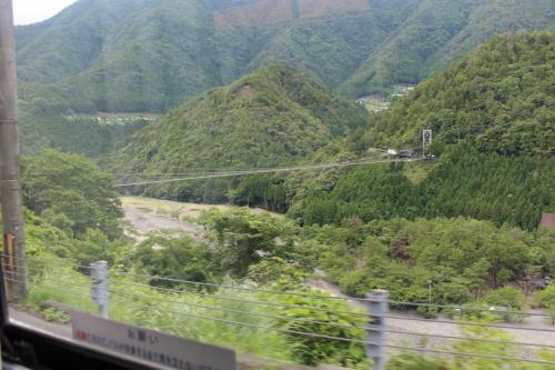 日本一の広い村に日本一長い路線バスで源泉かけ流しの温泉へ