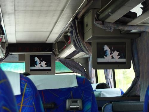 車内の座席は横3列。自席は ...