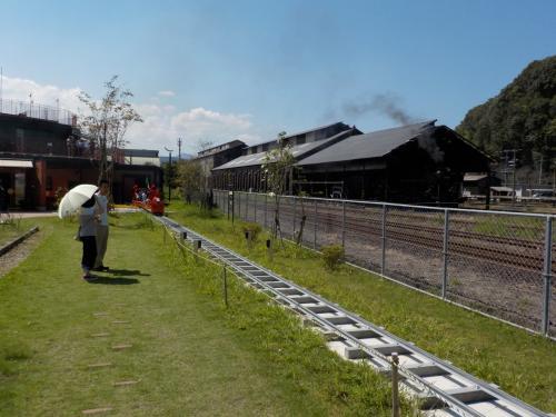 台風15号による崩落で運休し、25日ぶりに再開したSL人吉。ハチロクを人吉鉄道ミュージアム MOZOCAステーション868の3階のテラスからお出迎え!d=(^o^)=b