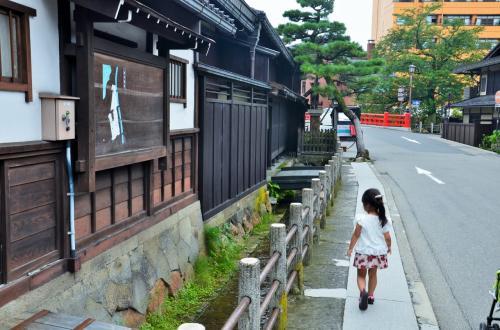 岐阜県 飛騨高山の古い街並みを歩く オッサンネコの家族旅