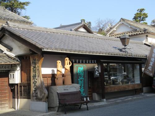 白壁に風情のある街、倉敷美観地区をブラブラする。