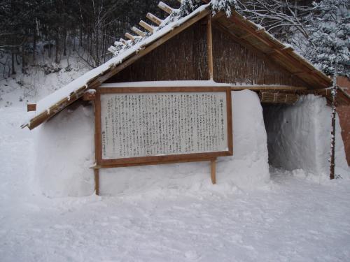伝統を守る(秋田市・楢山かまくら)