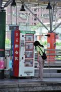 もう日本では見かけない新聞販売機です。これでは1面の内容は読み切れてしまいそうです。