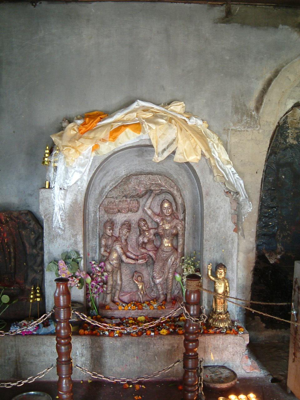 最初に向かったのはルンビニー園です。入り口を入っ... 『インド仏跡参拝と世界遺産の旅?【ルンビ