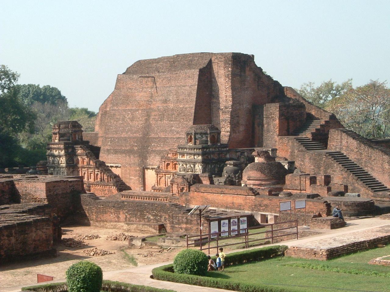 ここはナーランダ大学。お釈迦様滅後の仏教の中心地... 『インド仏跡参拝と世界遺産の旅?【ナーラ