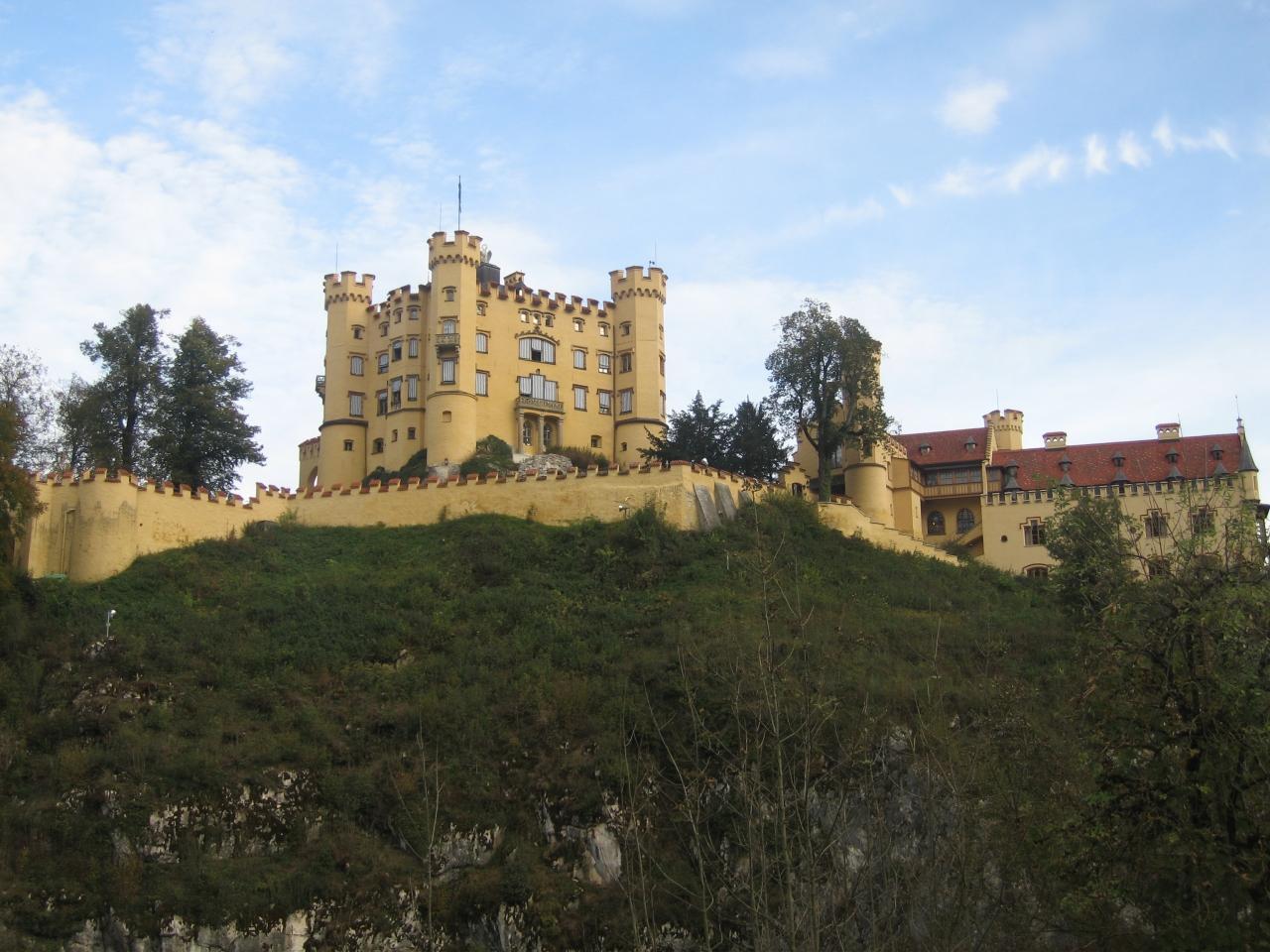 夢の城ノイシュバンシュタイン城とロココ様式のヴィース教会