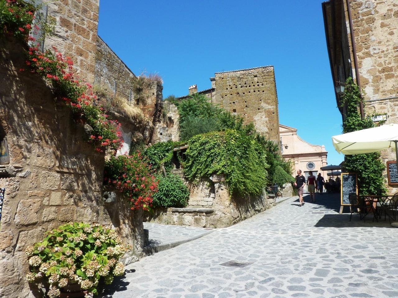 歴史を感じさせる中世の町並みと景観を満喫
