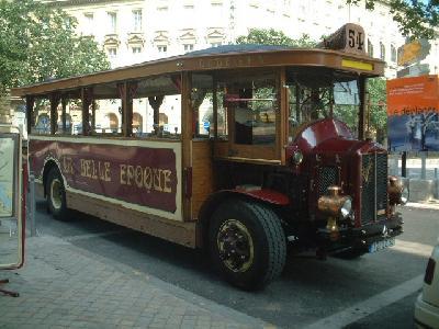 ベル・エポック時代の観光バス