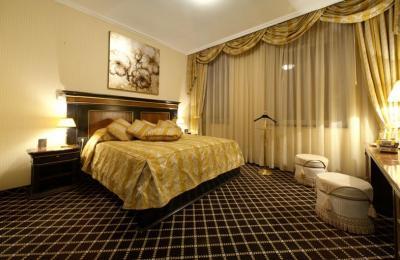 ロイヤル チューリップ グランド ホテル エレバン 写真